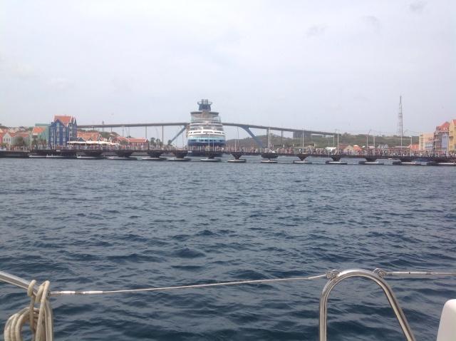 Queen Emma Pontoon Bridge. Willemstad Curaçao.